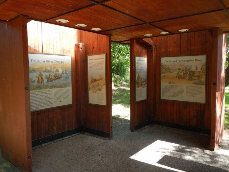 Deschutes River Crossing Oregon Trail Kiosk image. Click for full size.