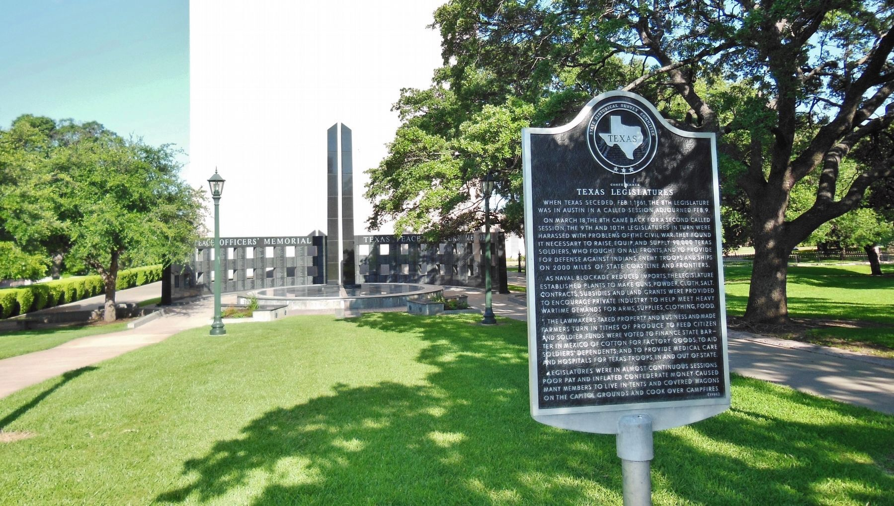 Confederate Texas Legislatures Marker (<i>wide view</i>) image. Click for full size.