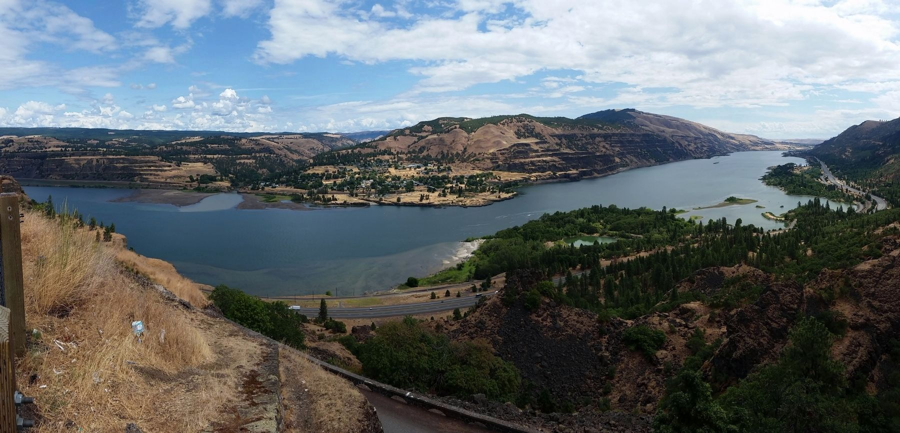 Panoramic View of Columbia River Gorge from marker image. Click for full size.
