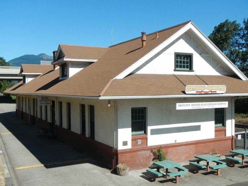 OWR & N Company Railroad Depot and Marker image. Click for full size.