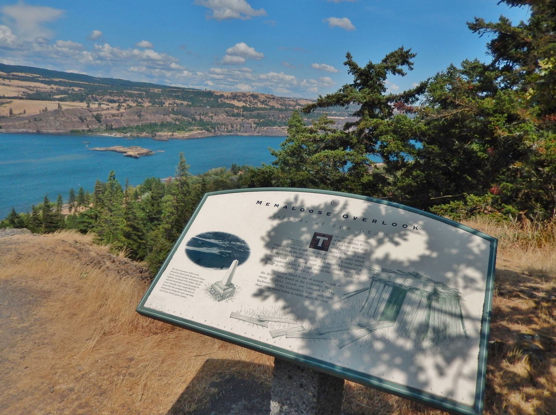 Memaloose Overlook Marker (<i>wide view; Memaloose Island in background</i>) image. Click for full size.