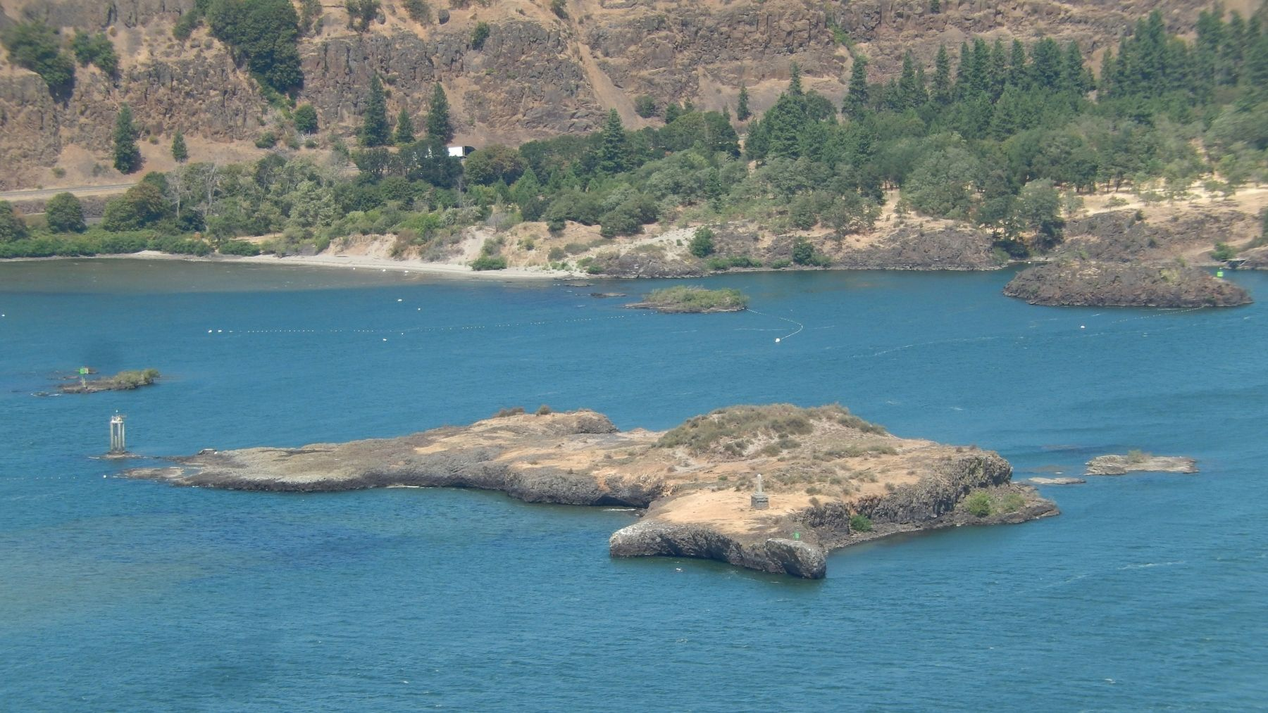 Memaloose Island (<i>view from marker</i>) image. Click for full size.