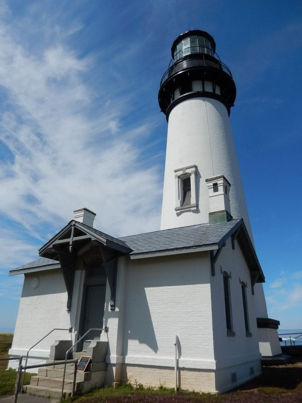 Yaquina Head Lighthouse & 2-room Support Building image. Click for full size.