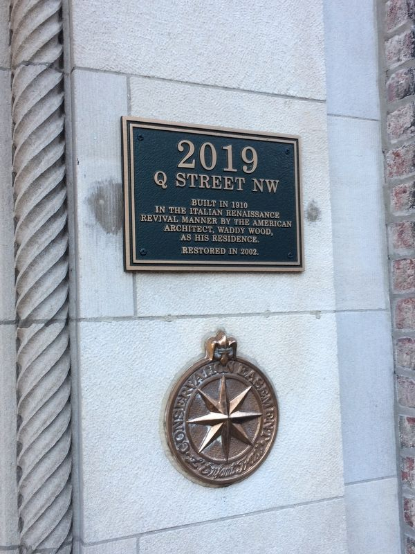 2019 Q Street NW Marker with Conservation Easement plaque below image. Click for full size.