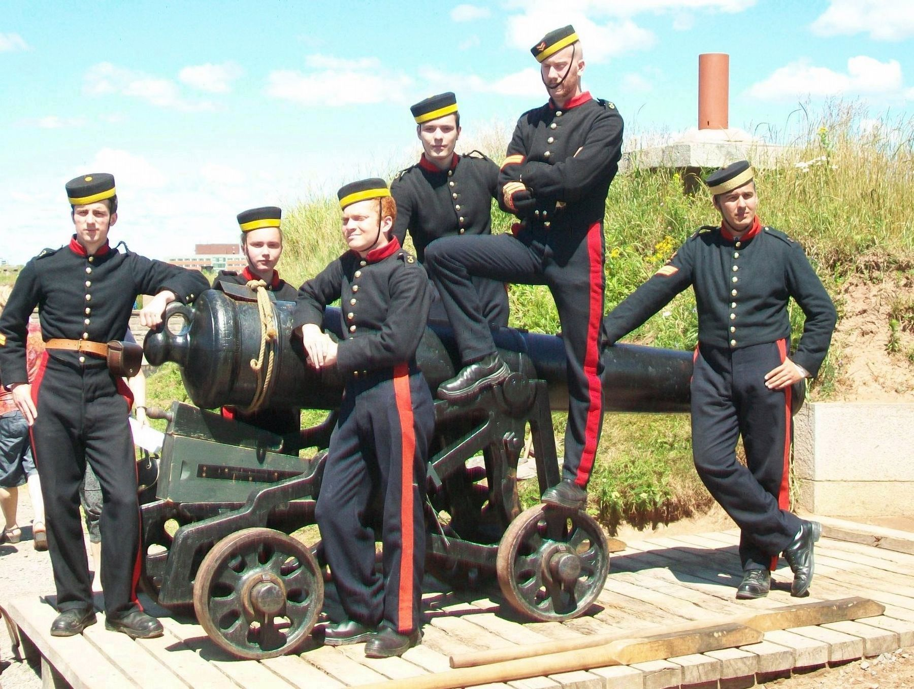 Halifax Citadel Artillery Crew image. Click for full size.