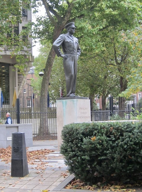 Dwight David Eisenhower, Grosvenor Square, London image. Click for full size.