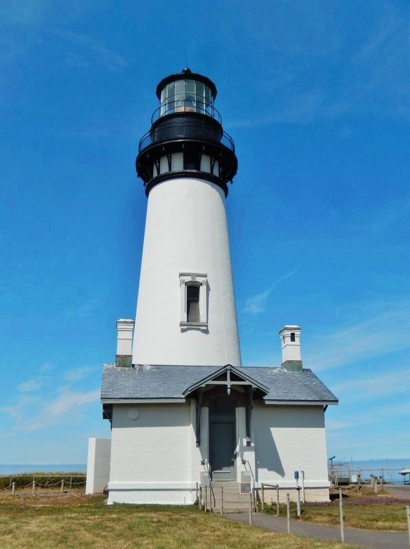 Yaquina Head Lighthouse (<i>front view showing Office & Storeroom Building</i>) image. Click for full size.
