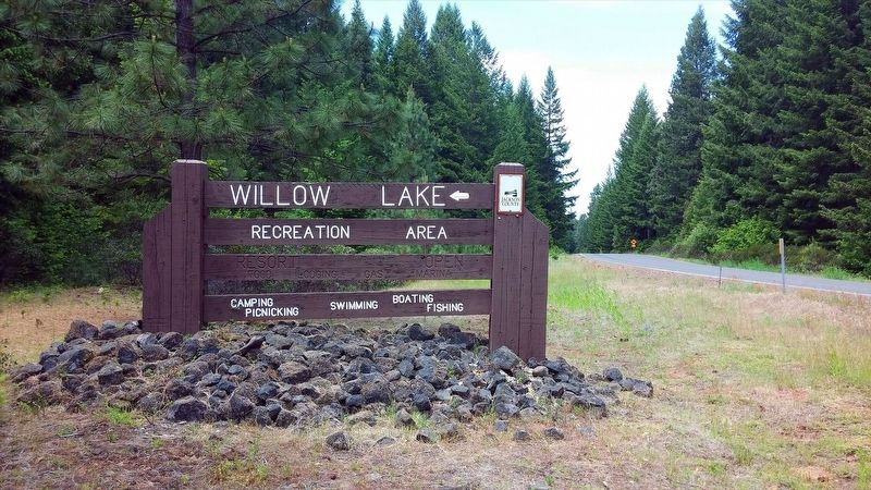Willow Lake Recreation Area entrance sign image. Click for full size.