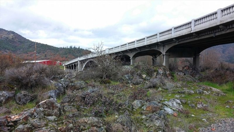 Rogue River Bridge image. Click for full size.
