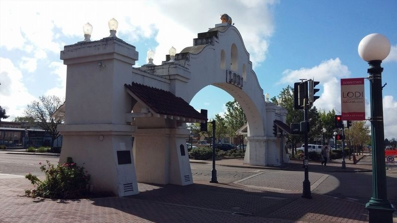 Lodi welcome arch image. Click for full size.