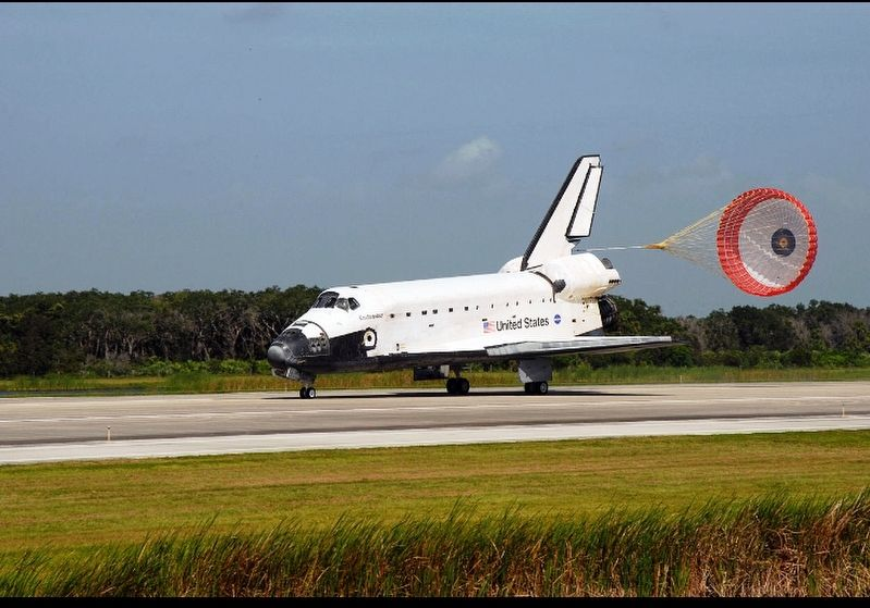 Space Shuttle Endeavour landing after STS-127 mission image. Click for full size.
