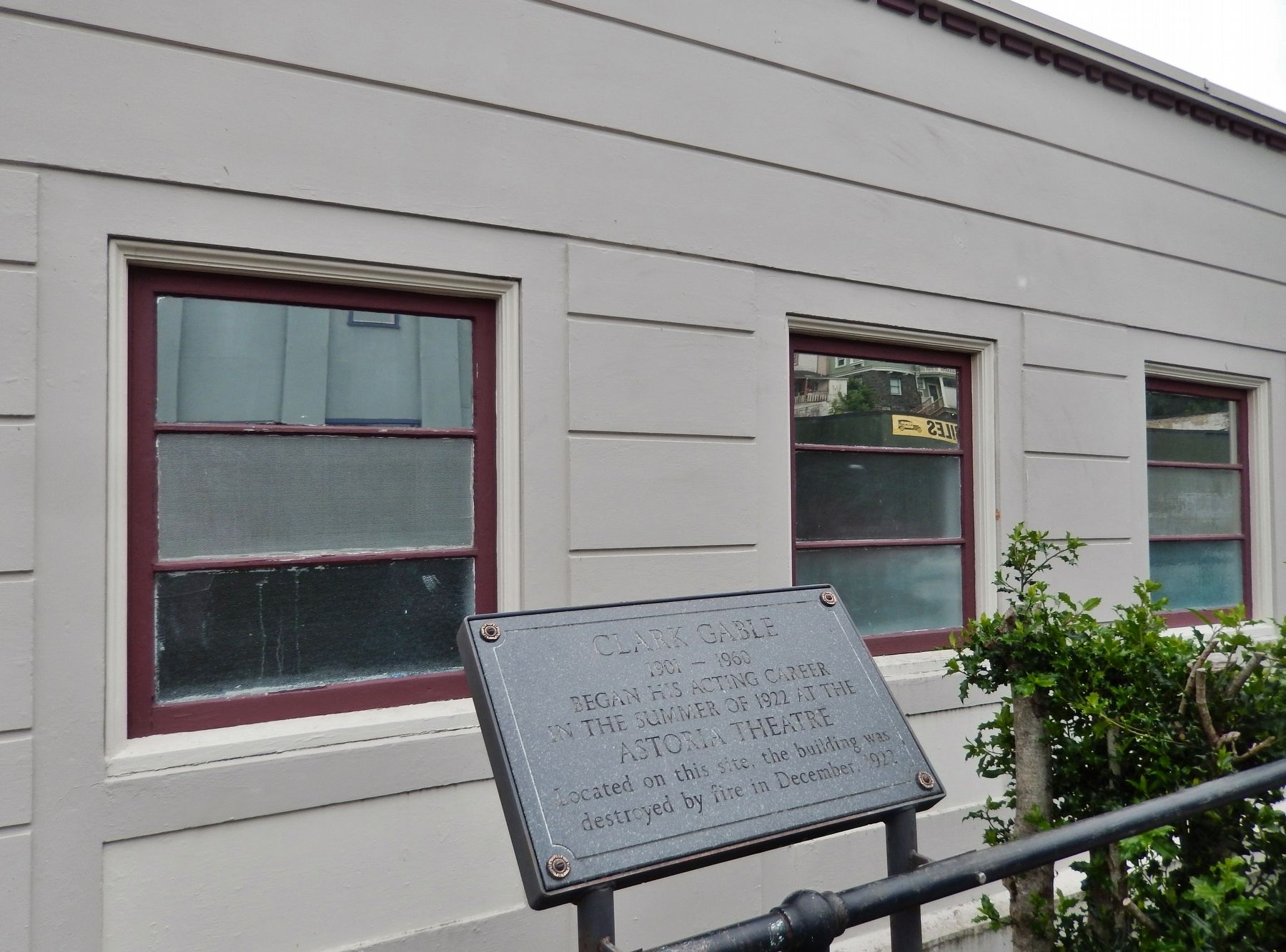 Clark Gable Marker (<i>wide view</i>) image. Click for full size.