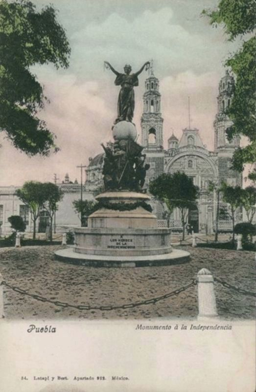 "The 1898 Monument to Independence on the ""Paseo Bravo"" image. Click for full size."