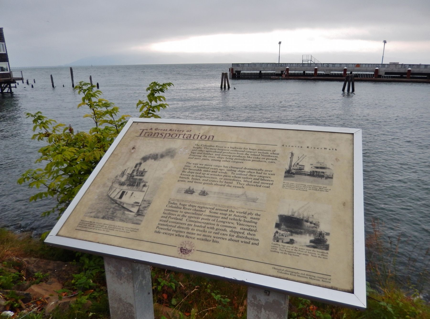 A Great Artery of Transportation Marker (<i>wide view looking north across the Columbia River</i>) image. Click for full size.