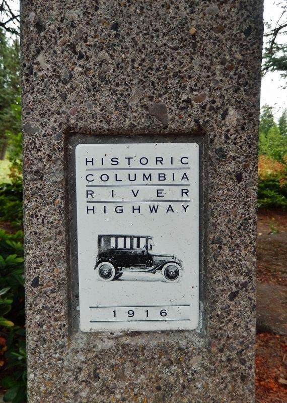Historic Columbia River Highway 1916 (<i>plaque on pole supporting marker</i>) image. Click for full size.