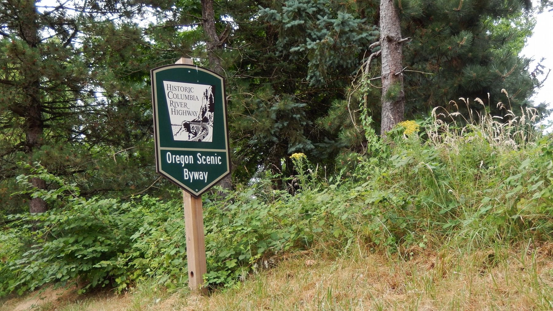 Historic Columbia River Byway Sign (<i>on highway near marker</i>) image. Click for full size.