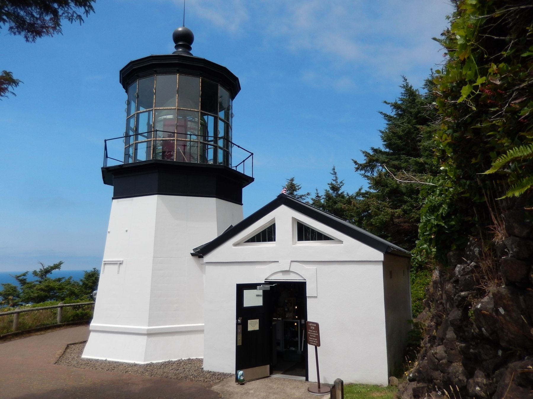 Cape Meares Lighthouse image. Click for full size.