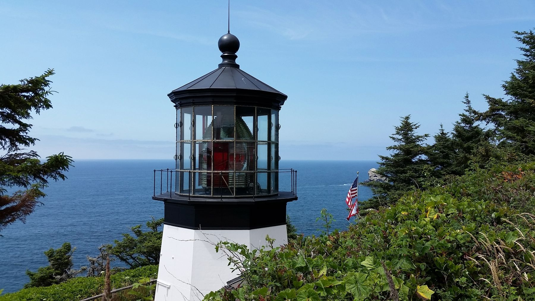 Cape Meares Lighthouse (<i>wide view</i>) image. Click for full size.