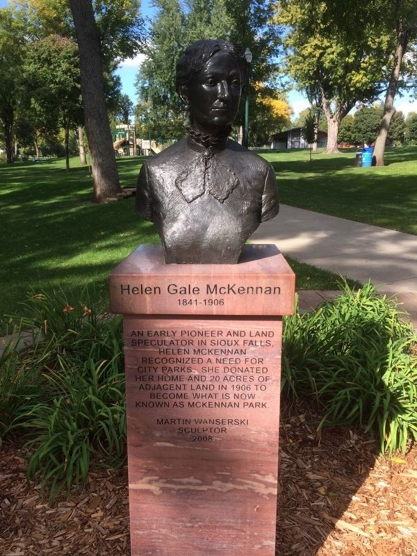 Helen Gale McKennan Marker and Sulpture image. Click for full size.