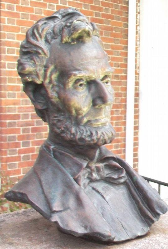 Abraham Lincoln Bust image. Click for full size.