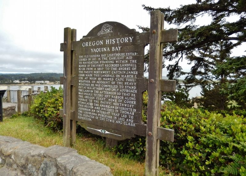 Yaquina Bay Marker (<i>wide view; Yaquina Bay in the background</i>) image. Click for full size.