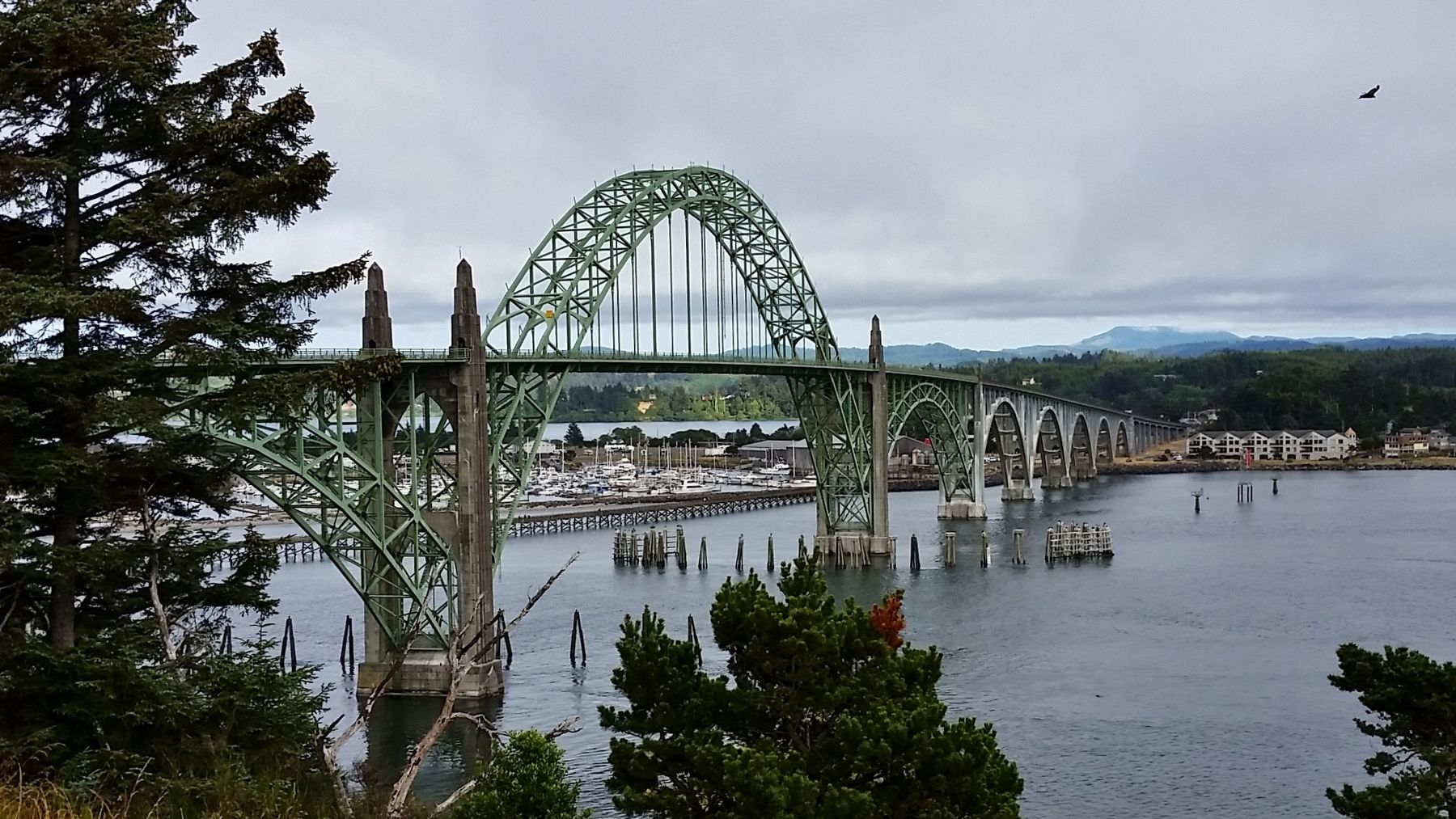 Yaquina Bay Bridge (<i>view from near marker</i>) image. Click for full size.