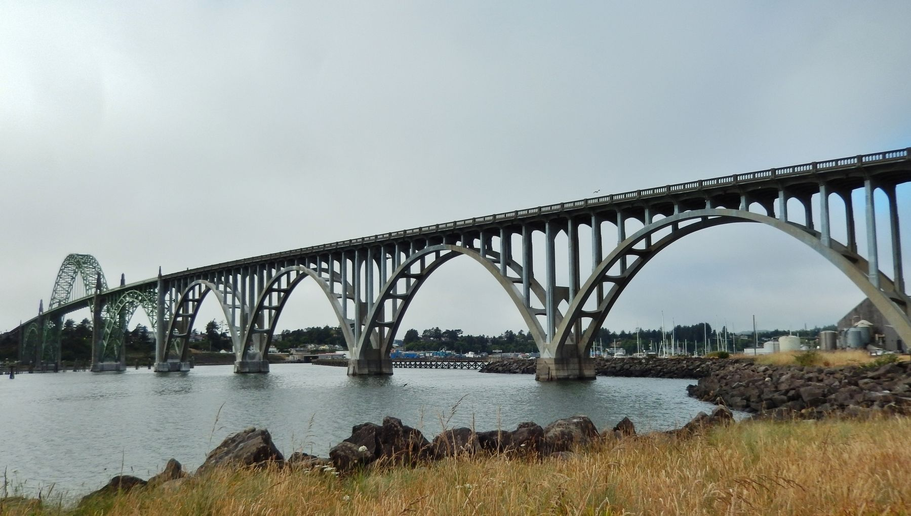 Yaquina Bay Bridge (<i>concrete arches at south end of bridge</i>) image. Click for full size.