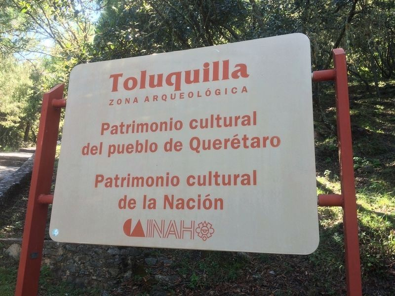 Toluquilla Archaeological Site sign, near the beginning of the walkway up to the site image. Click for full size.