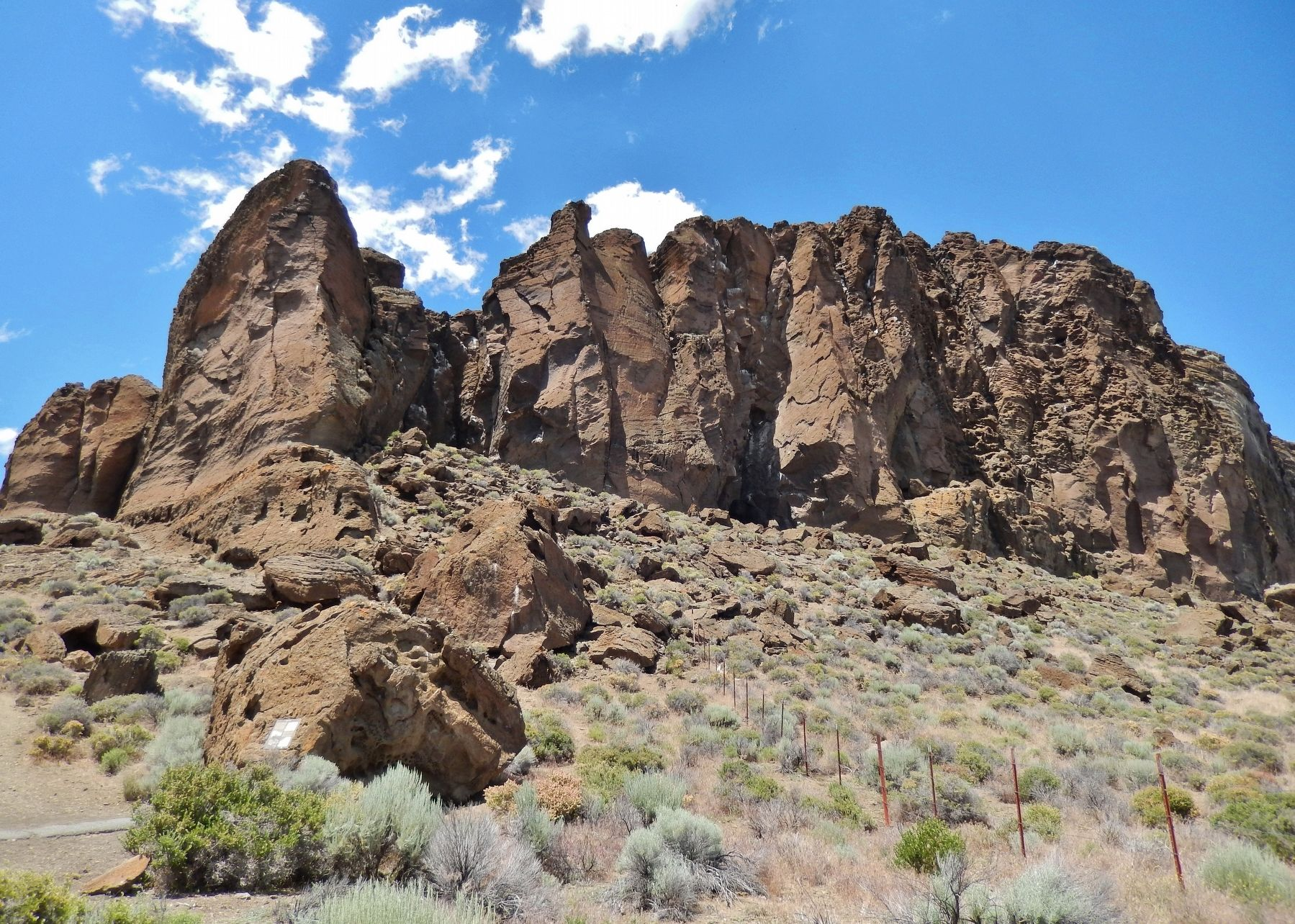 Fort Rock (<i>view from marker</i>) image. Click for full size.