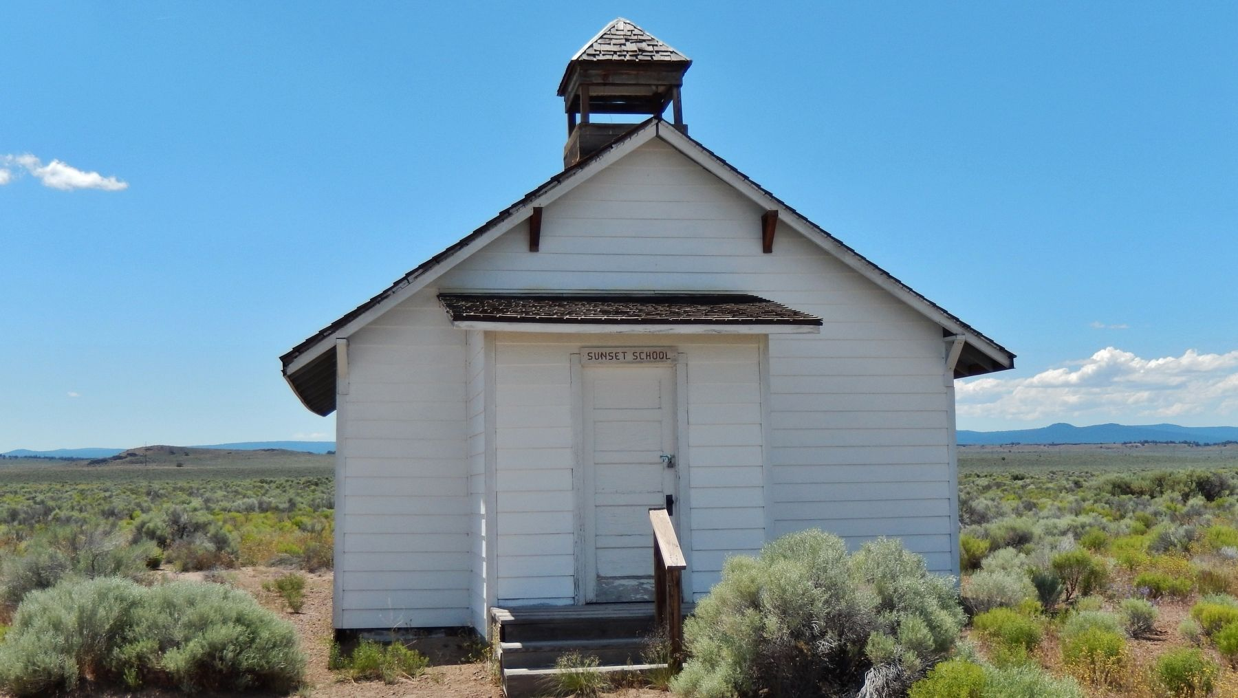 Sunset School Building (<i>historic exhibit near marker</i>) image. Click for full size.