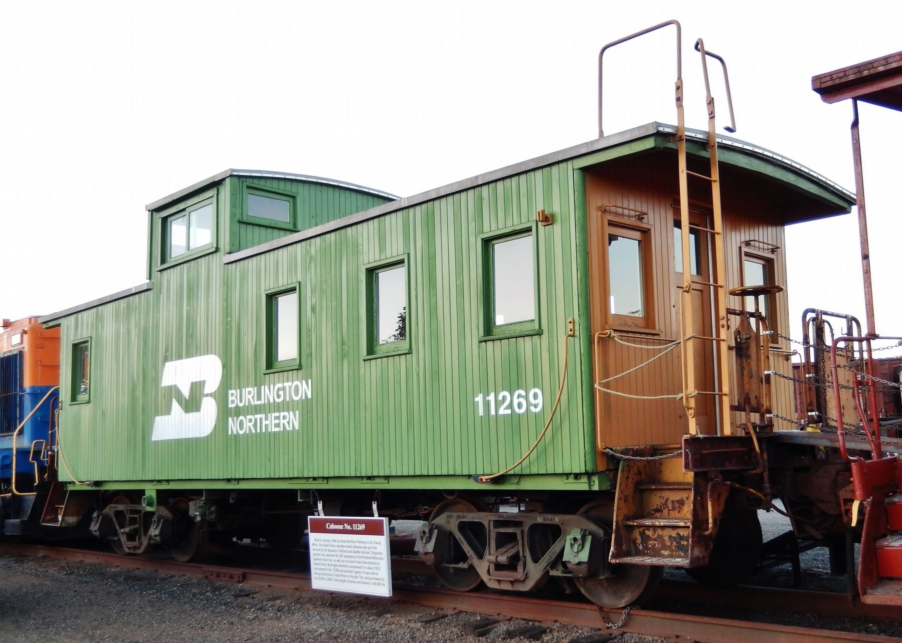 Caboose No. 11269 Marker (<i>wide view showing caboose</i>) image. Click for full size.