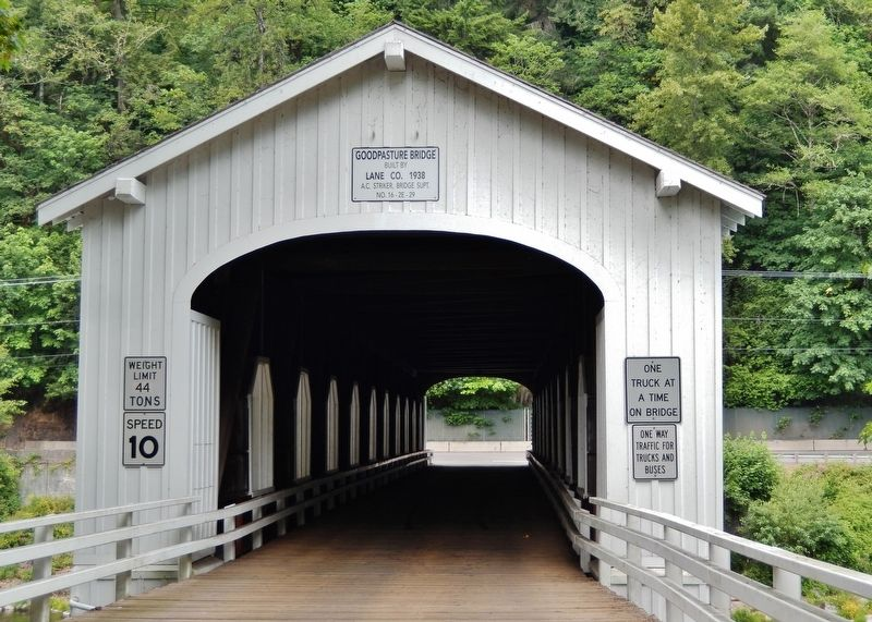 Goodpasture Bridge East Entrance (<i>near marker</i>) image. Click for full size.
