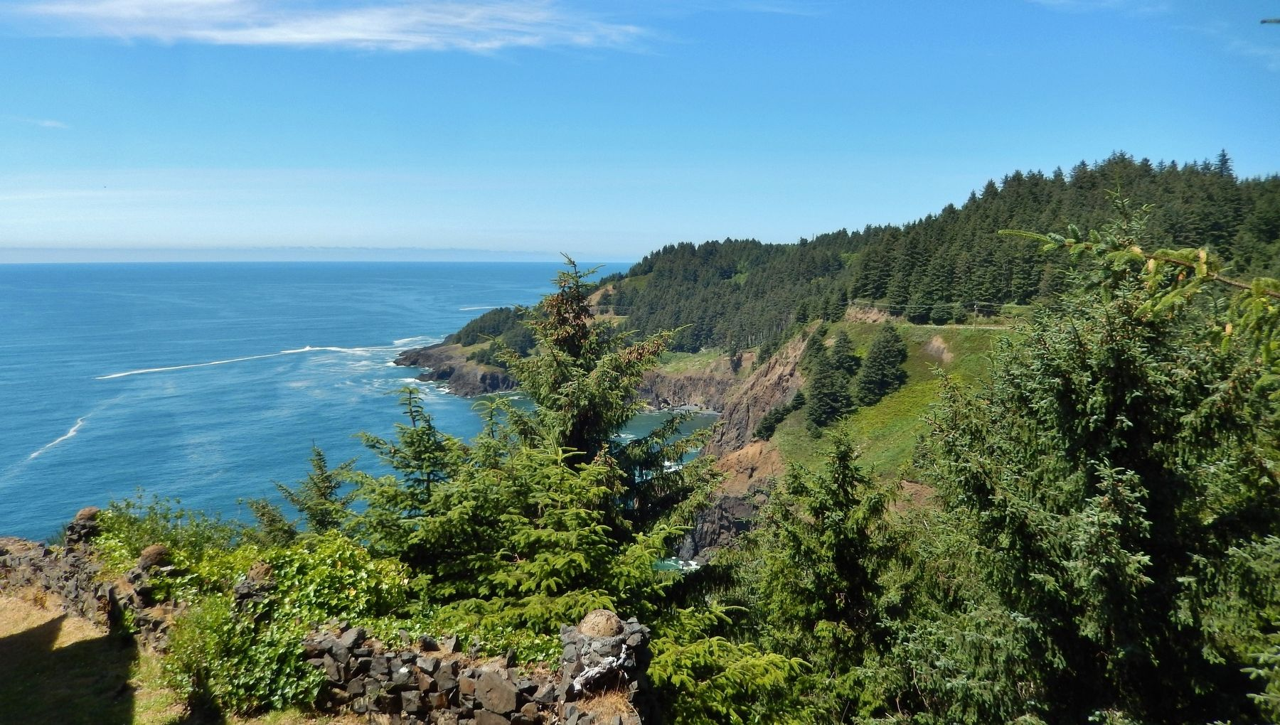 Cape Foulweather (<i>view north from near marker</i>) image. Click for full size.