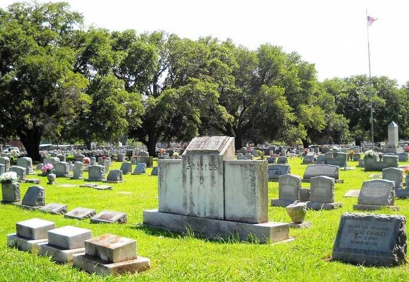 A view of V. C. Andrews and Lest We Forget monuments. image. Click for full size.