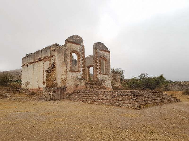 The ruins of a chapel at Ex-Hacienda El Triángulo image. Click for full size.