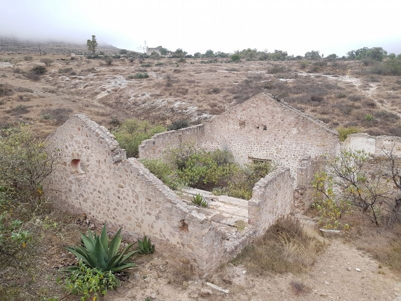 Ruins at the Ex-Hacienda El Triángulo, looking west towards the Angustias Mine. image. Click for full size.