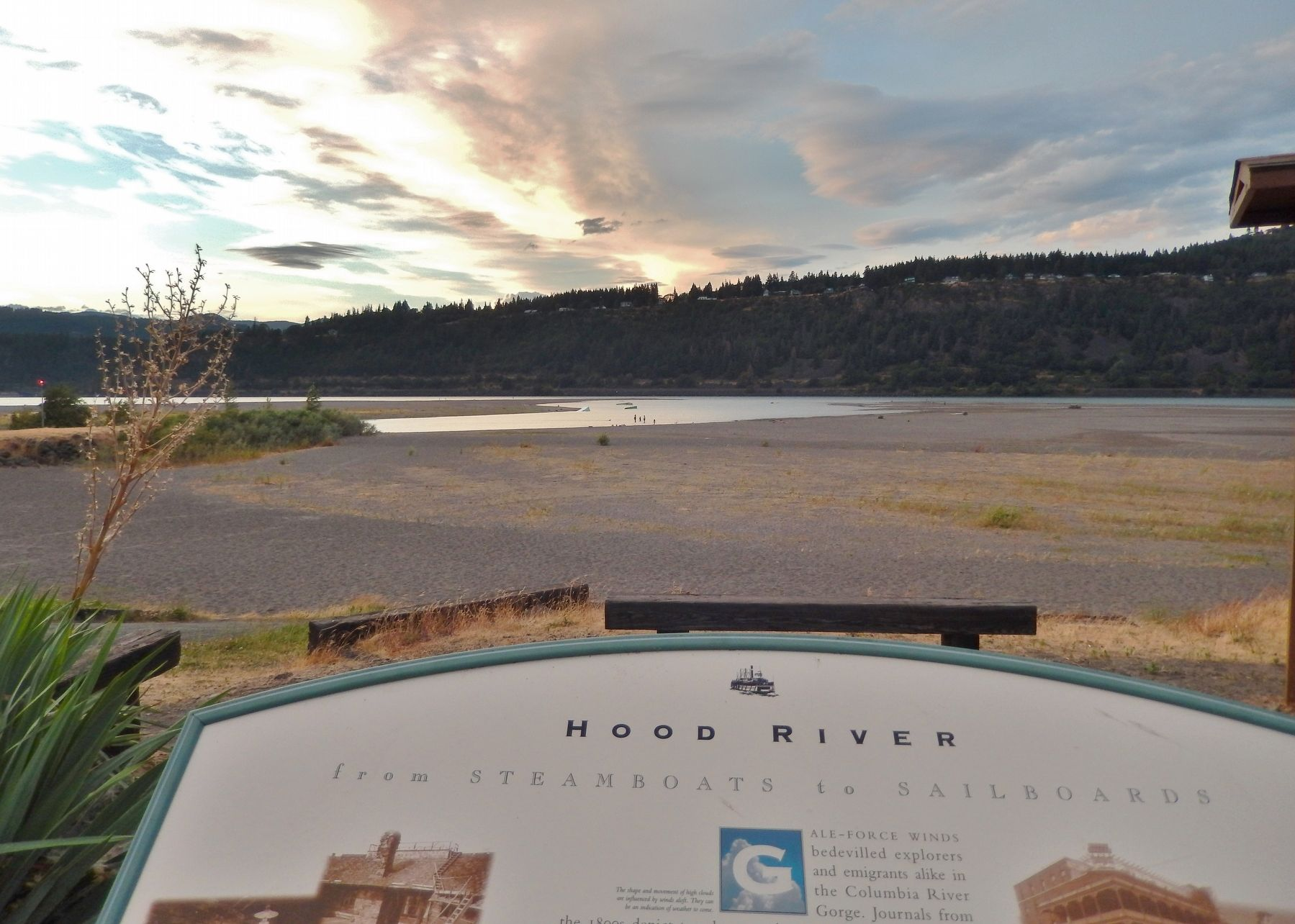 Hood River Marker (<i>wide view</i>) image. Click for full size.