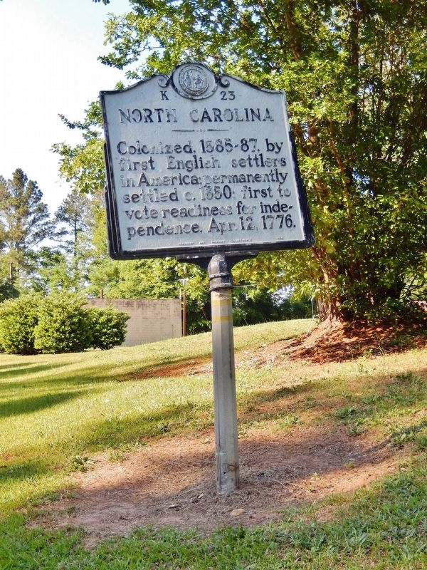 North Carolina Marker (<i>tall view</i>) image. Click for full size.