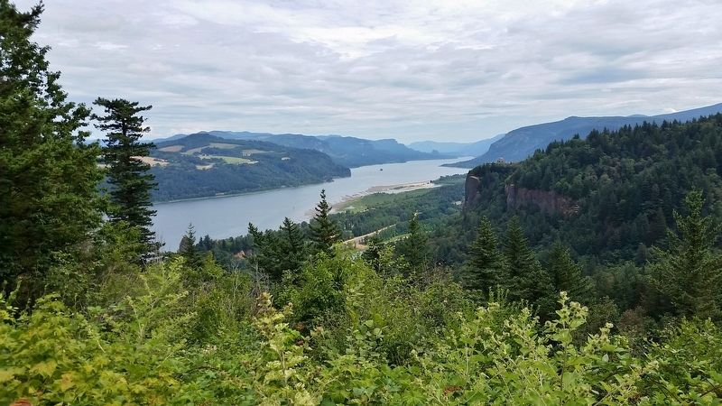 Columbia River Gorge (<i>view from marker</i>) image. Click for full size.