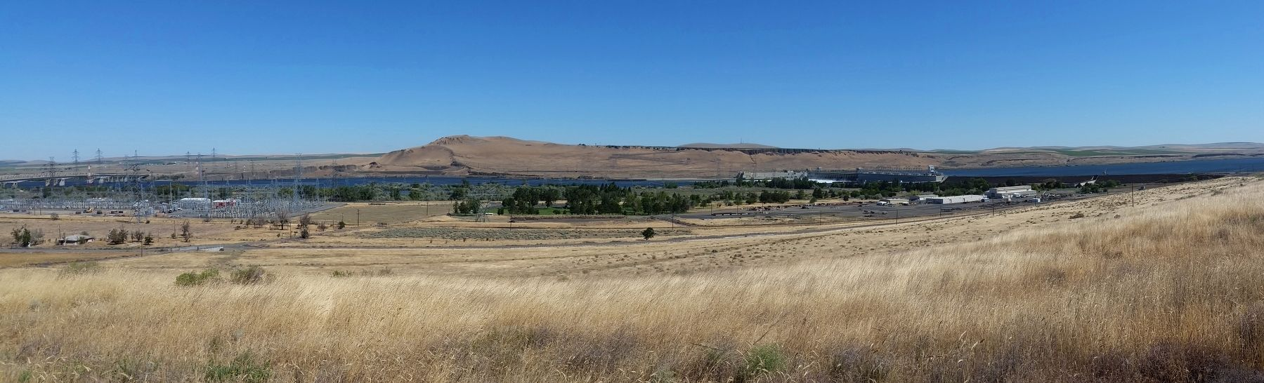 Columbia River, McNary Dam and Lake Wallula (<i>view from marker</i>) image. Click for full size.