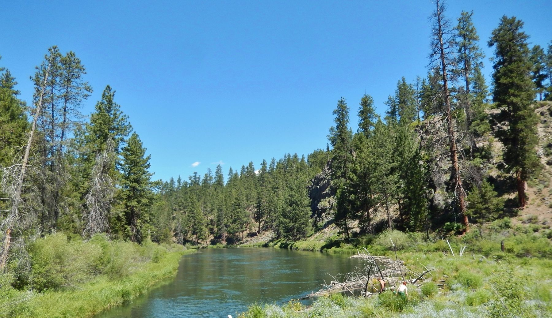 Deschutes River (<i>near marker</i>) image. Click for full size.