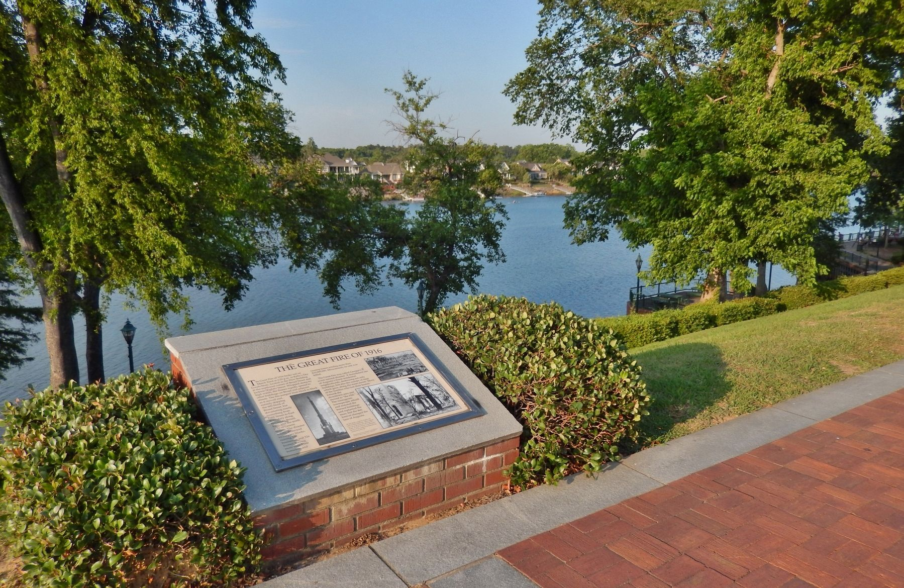 The Great Fire of 1916 Marker (<i>wide view; Savannah River in background</i>) image. Click for full size.