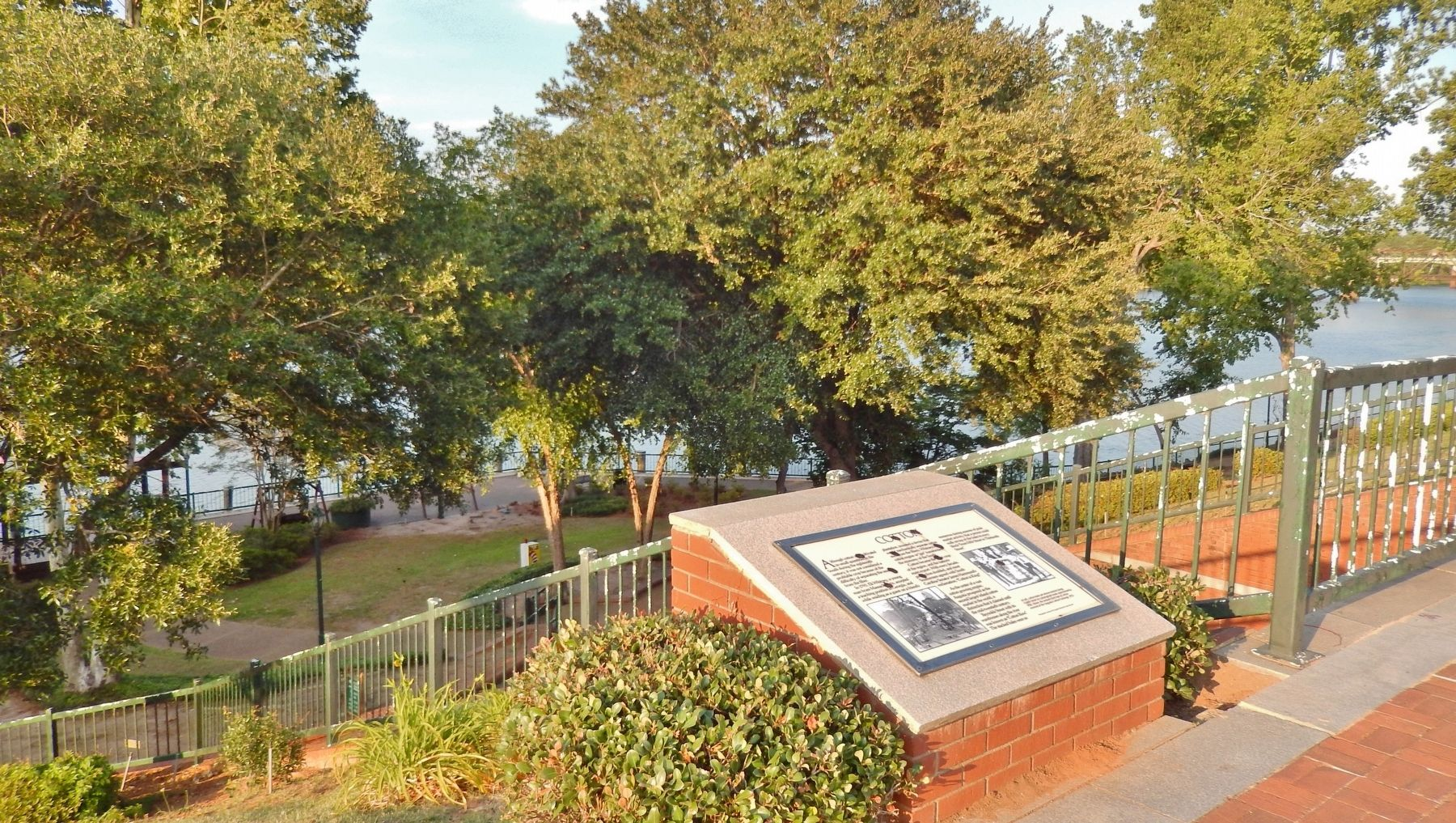 Cotton Marker (<i>wide view; Savannah River in background</i>) image. Click for full size.