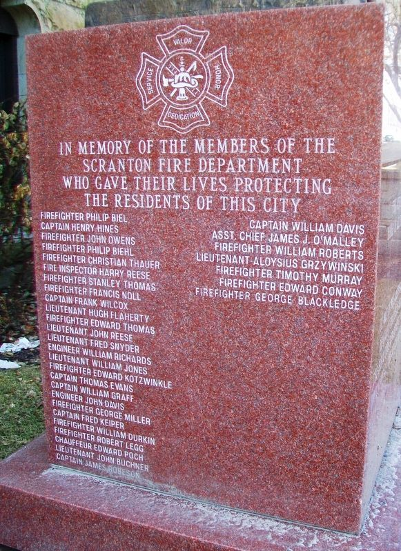 Benjamin Franklin Firefighter Memorial Honored Dead image. Click for full size.