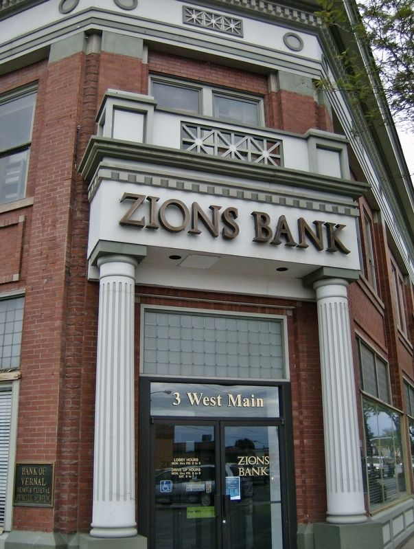 Zions Bank (<i>main entrance; northeast corner; marker just beyond pillar at right</i>) image. Click for full size.