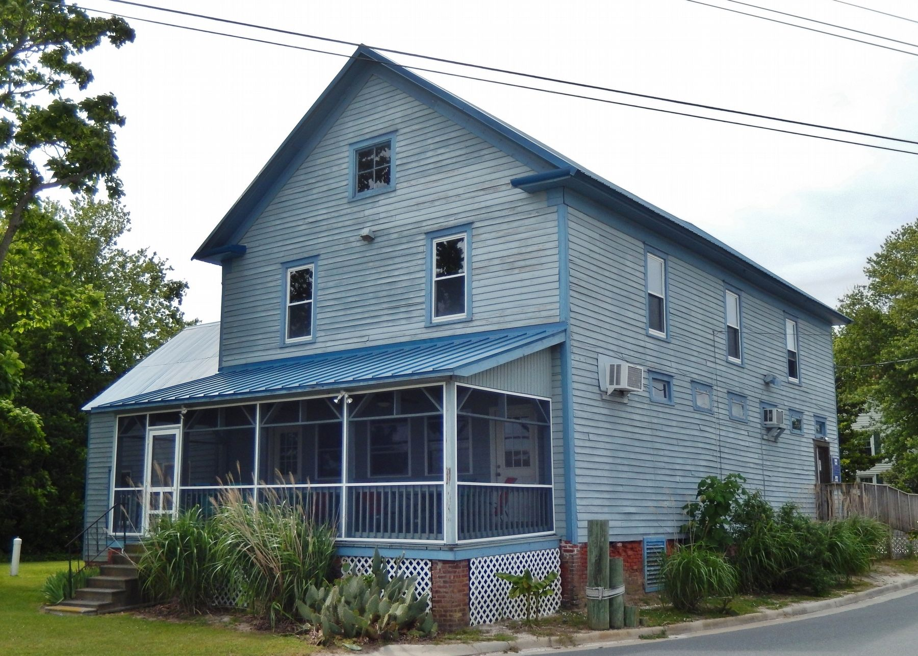 The Old Willis Wharf Storehouse (<i>front view</i>) image. Click for full size.