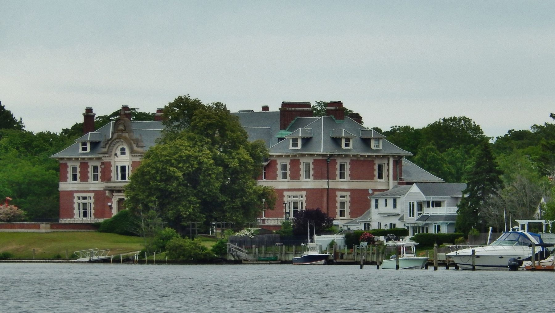 Idle Hour, the W. K. Vanderbilt mansion (<i>across the Connetquot River from this marker</i>) image. Click for full size.