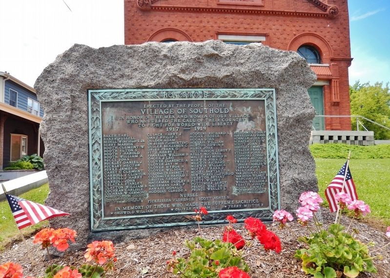 Southold Free Library / Cahoon Memorial Building (<i>Veterans Memorial</i>) image. Click for full size.