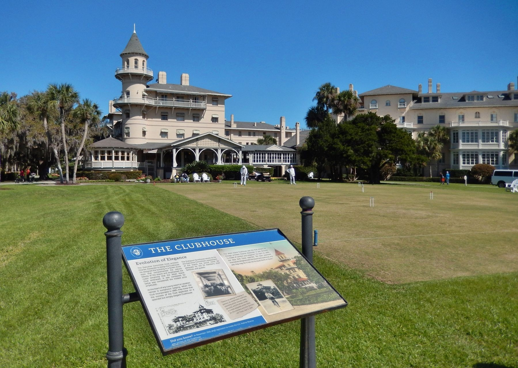 The Clubhouse Marker (<i>wide view; Jekyll Island Clubhouse in background</i>) image. Click for full size.