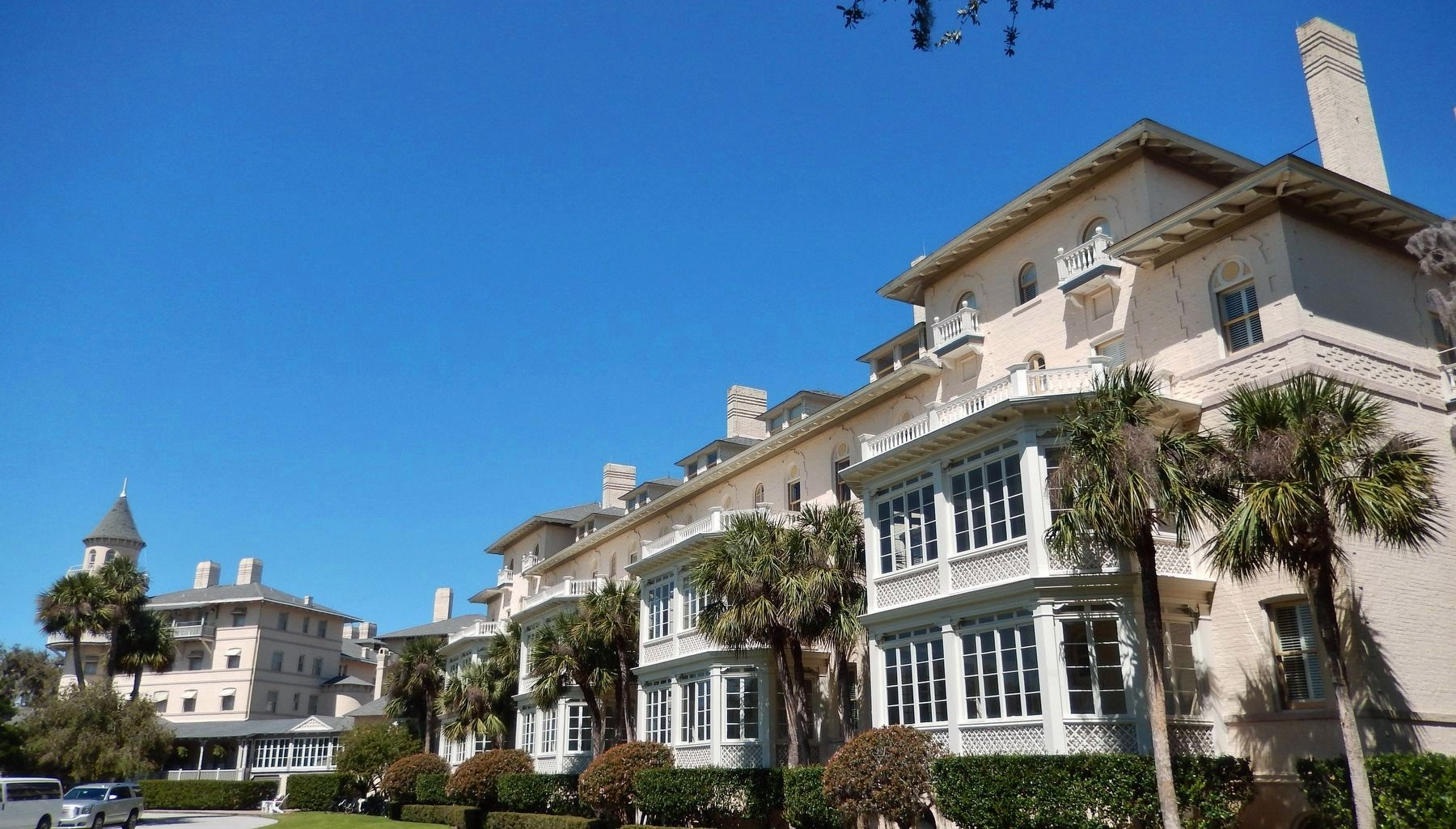 Jekyll Island Club (<i>wide view</i>) image. Click for full size.